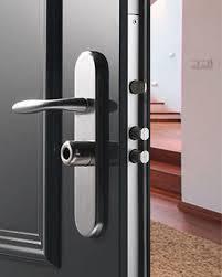 Porte blindée avec serrure Fichet